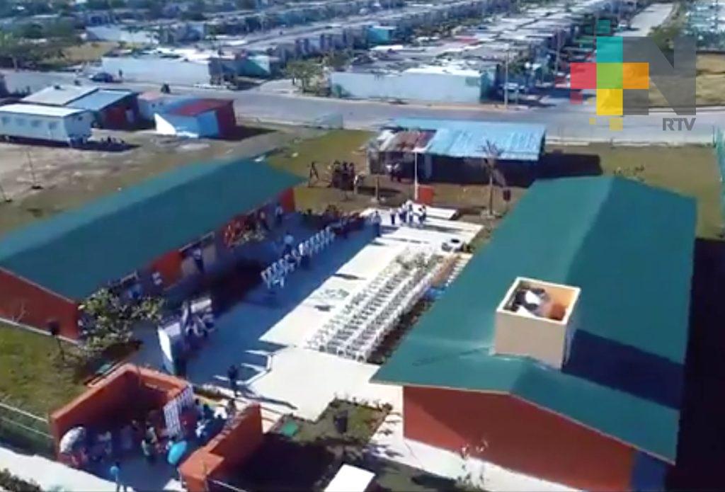 Entrega el gobernador Yunes primaria en Medellín; se comprometió a construirla hace 3 meses