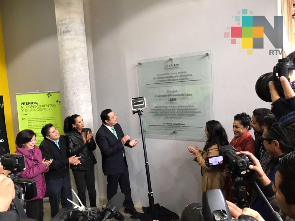 """Américo Zúñiga inaugura laboratorio de innovación ciudadana """"Labix"""""""