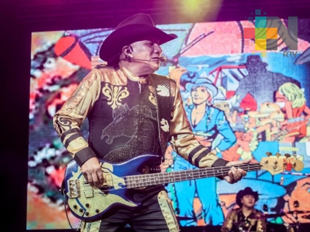 """Bronco conmueve al público al tocar tema del filme """"Coco"""" en concierto"""