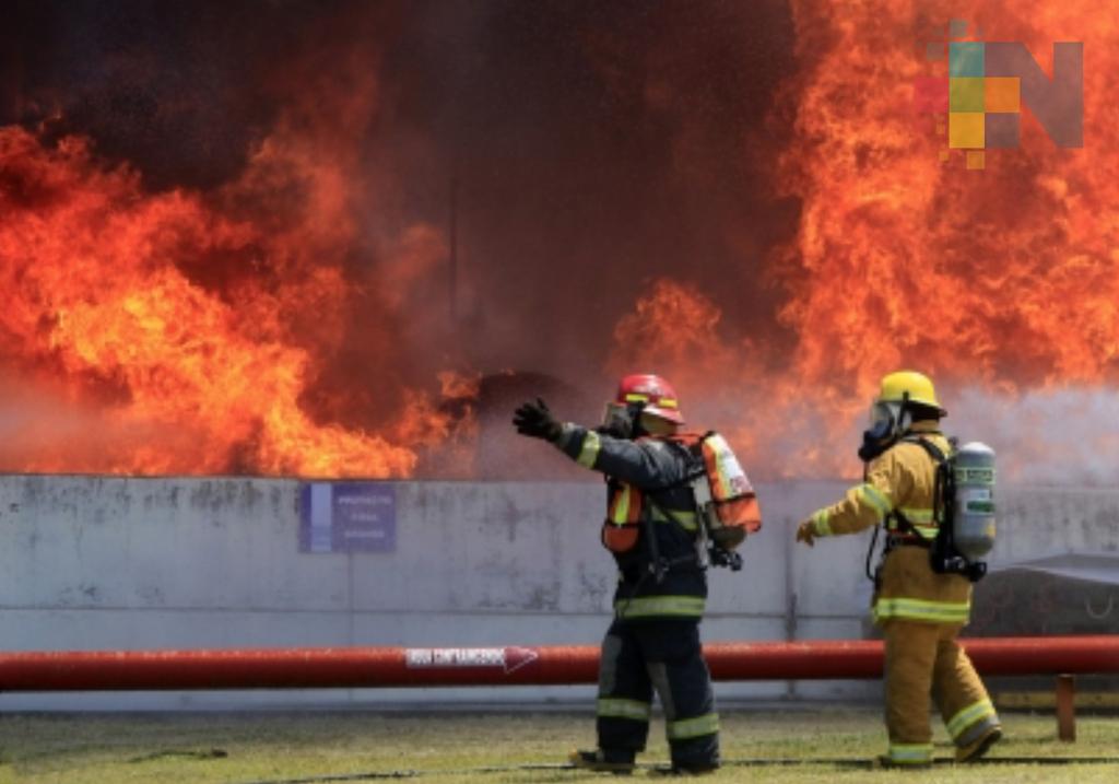 Reconocen a los bomberos en su día