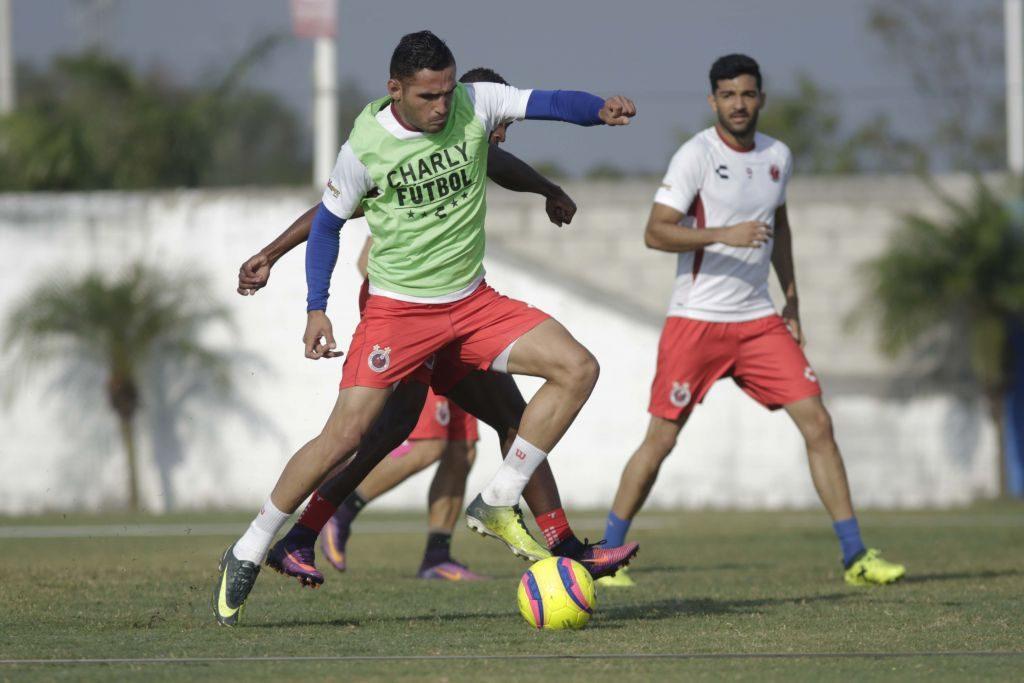 Los Tiburones Rojos se enfocan en su debut en la Copa MX