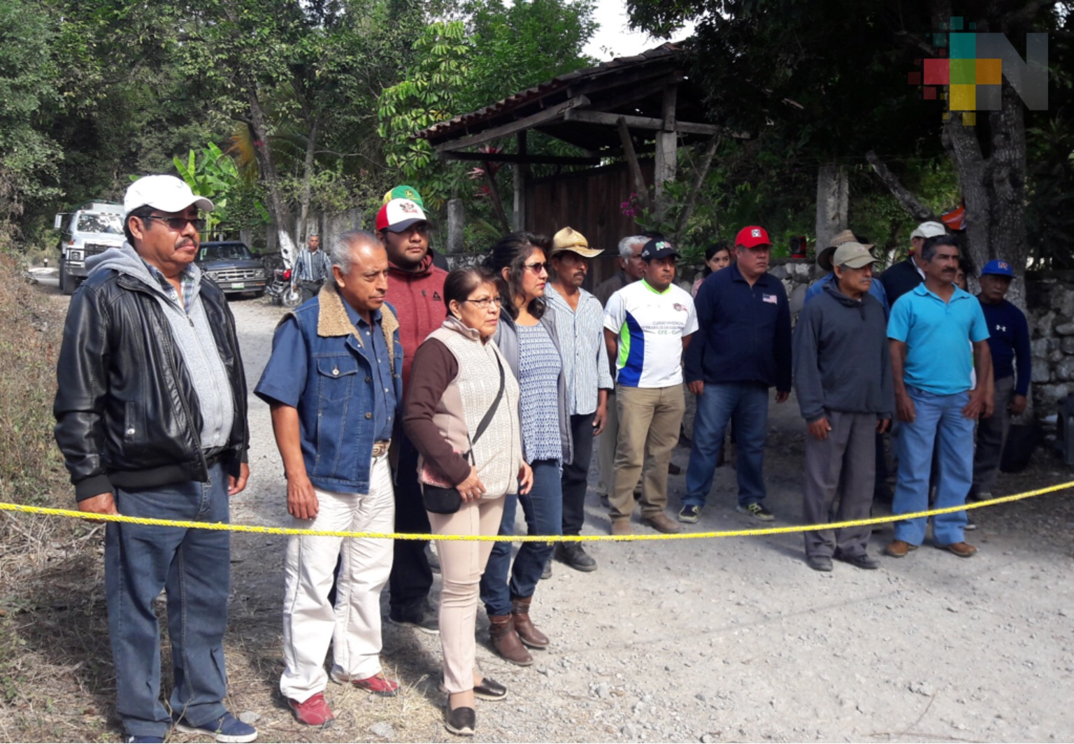 Habitantes de Apazapan bloquean accesos a cementera Moctezuma por incumplir acuerdos