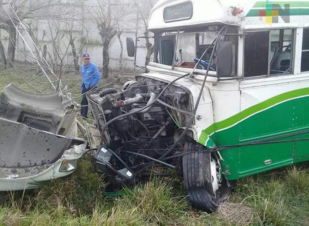 Urbano cae de libramiento carretero Paso del Toro-Santa Fe; había chocado con una camioneta particular