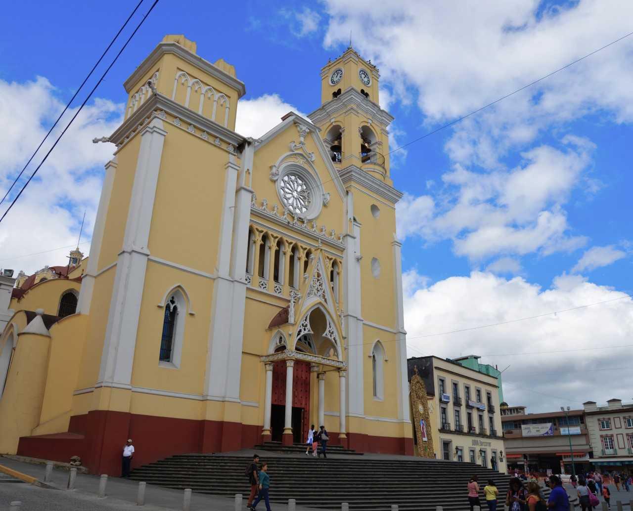Arquidiócesis de Xalapa mantiene servicios religiosos a través de redes sociales