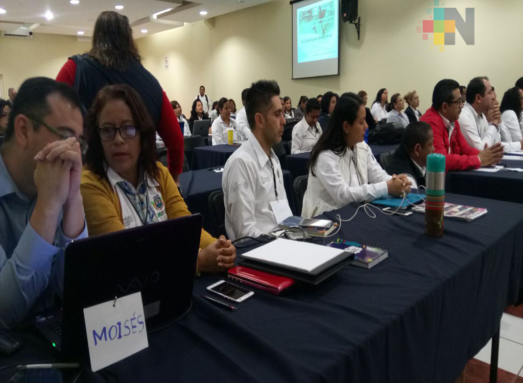 Capacitan a docentes del Itesco en temas de investigación