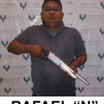 Captura Fuerza Civil a tres peligrosos delincuentes; asegura armas y un auto con reporte de robo, en Poza Rica