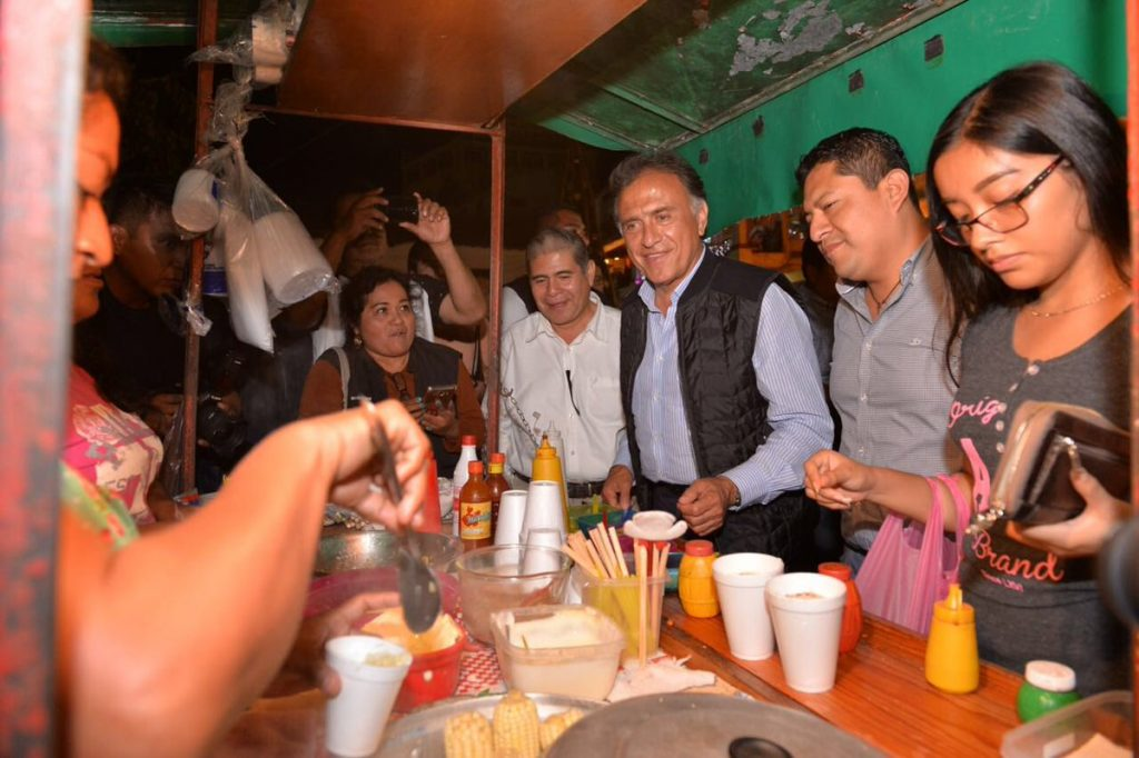 """Reitera el gobernador Yunes invitación a debate a López Obrador; """"otro loco salió a defenderlo"""", mencionó sobre carta de Duarte"""