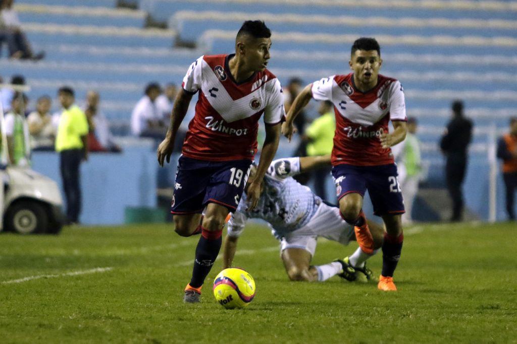 Los Tiburones Rojos logran polémico empate ante Tampico en la Copa MX
