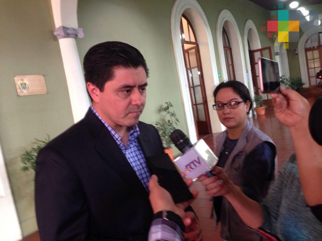 Secretario de gobierno de Veracruz dialoga con manifestantes para liberar avenida Enríquez