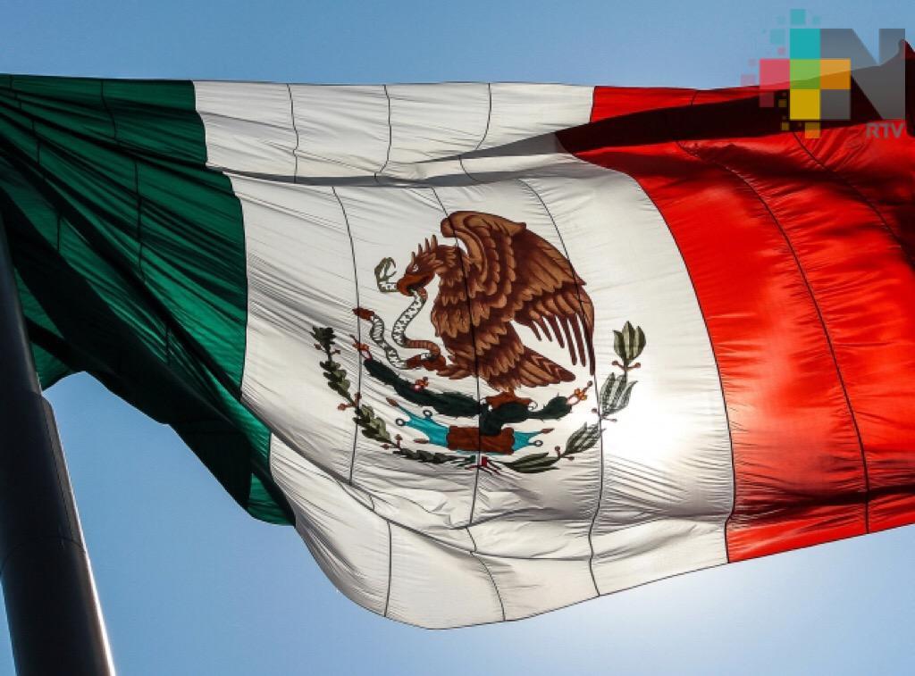 Marina resalta esperanza, pureza y sangre de la bandera mexicana