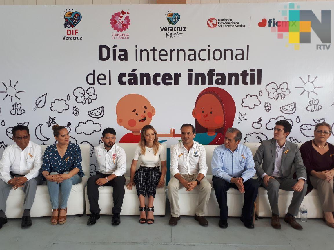 Entregan becas a profesores para que aprendan a detectar cáncer en estudiantes