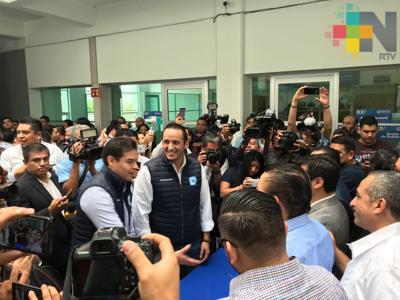 Sergio Hernández se registra como precandicato a diputado local