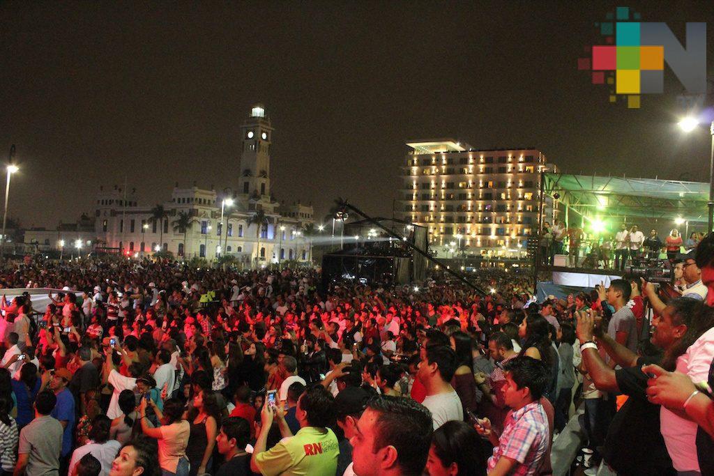 Espectáculo de luces en el tercer paseo del Carnaval de Veracruz