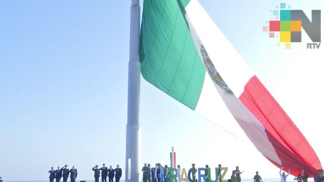 Encabeza el gobernador Yunes el Día de la bandera, máximo símbolo que representa nuestra libertad, heroísmo y patriotismo