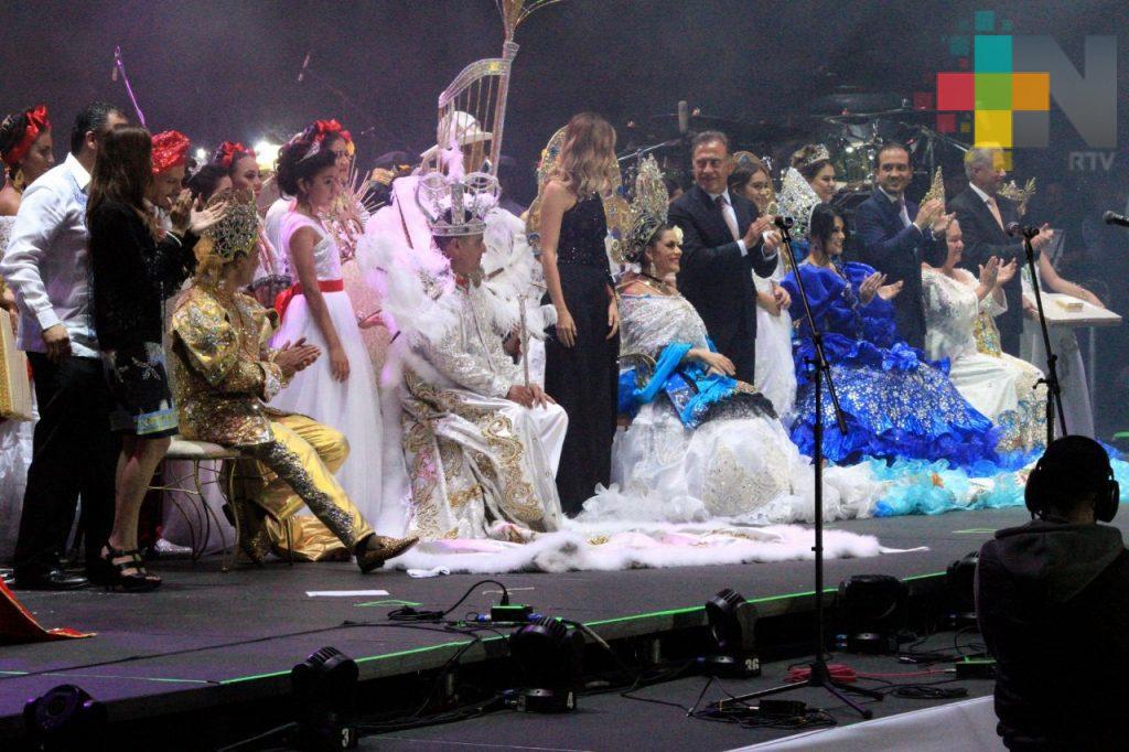 Gran fiesta en Veracruz por la coronación de los reyes del Carnaval 2018; el gobernador Yunes encabezó la ceremonia