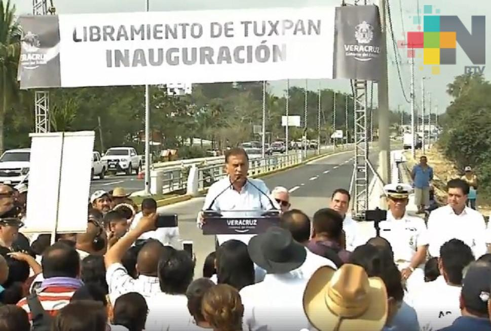 Con una inversión de 118 mdp, el gobernador Yunes inauguró ellibramiento de Tuxpan