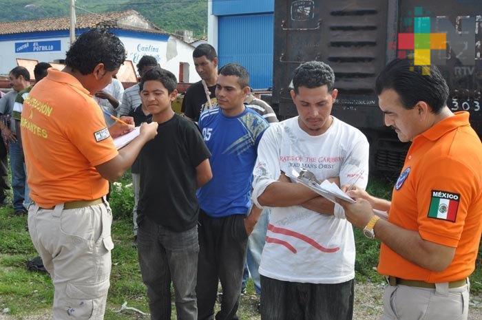 Rescatan a 40 migrantes hondureños en Rodríguez Clara