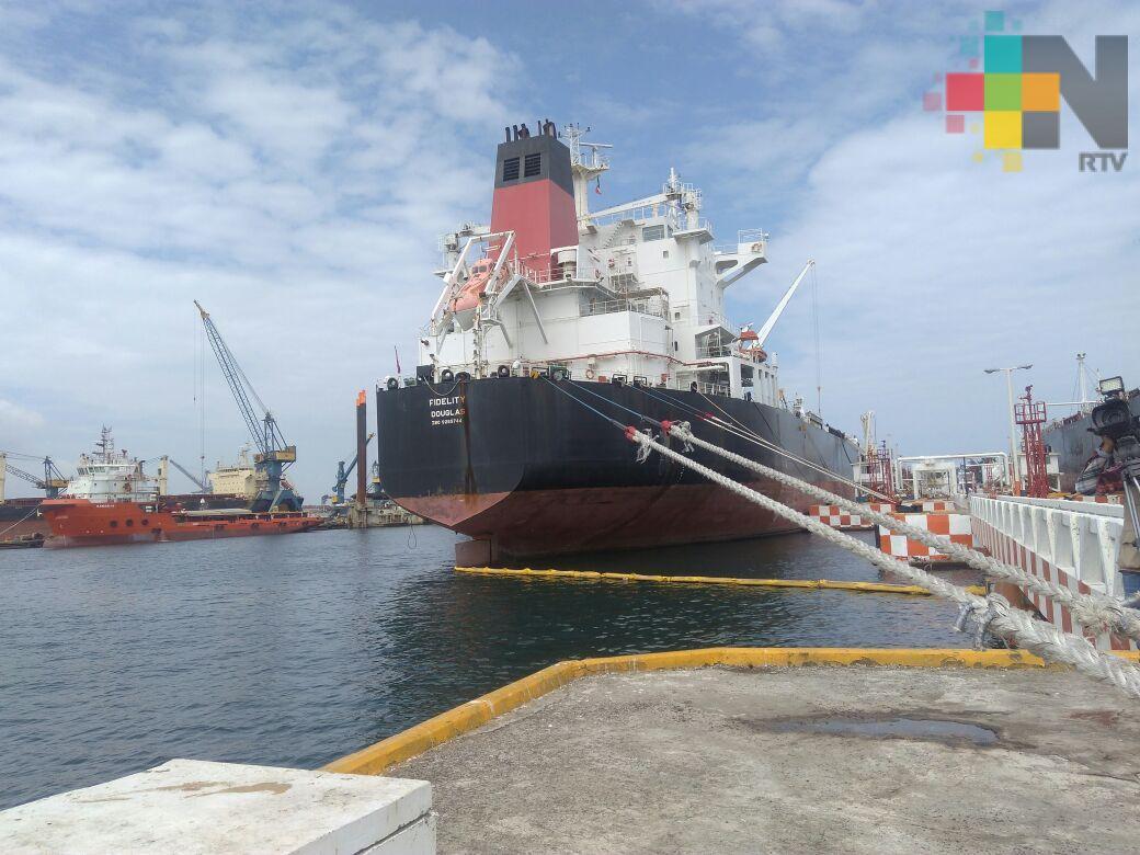 Terminal portuaria de Veracruz opera anualmente 16 millones de barriles de combustible