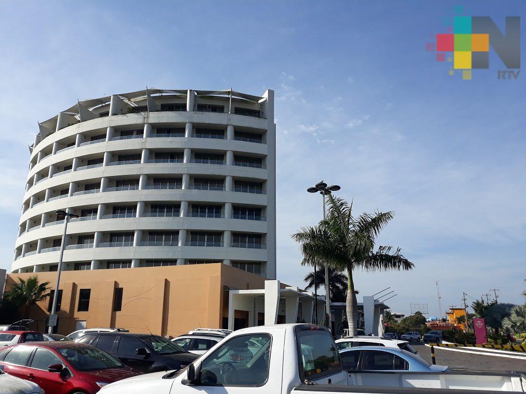 Prestadores de servicios de Tuxpan toman taller de redes sociales para promocionar sus negocios