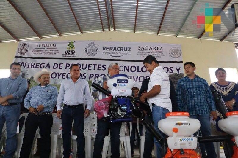 Entregan paquetes tecnológicos a productores de caña de la Cuenca del Papaloapan
