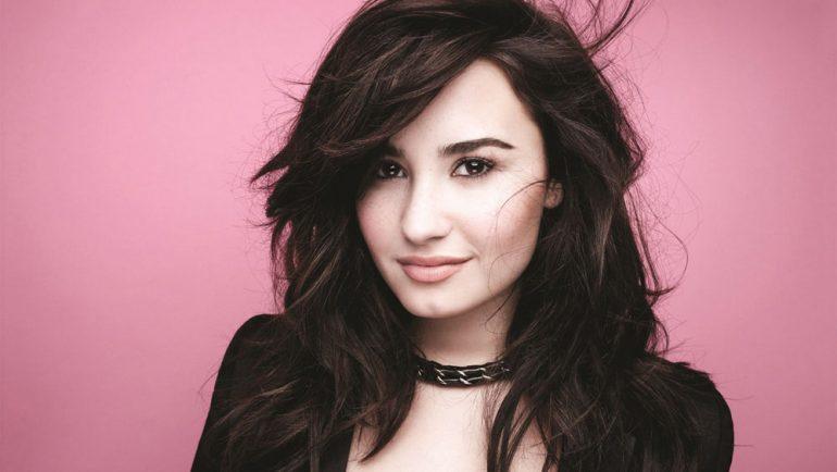 Demi Lovato continúa hospitalizada tras algunas complicaciones