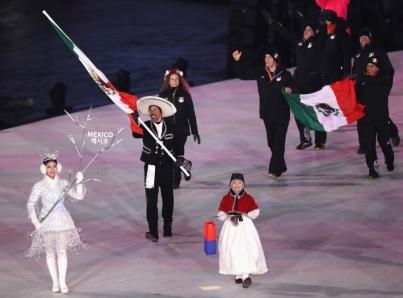 Desfila delegación mexicana en apertura de Juegos Olímpicos de Invierno 2018