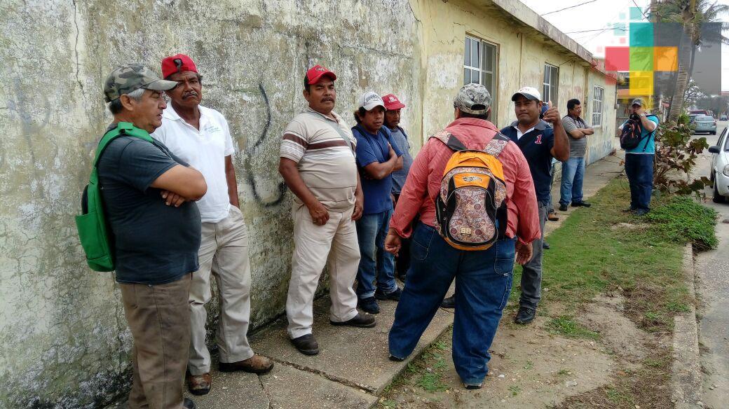 Obreros que demolieron primaria afectada por sismos en Coatzacoalcos piden trabajar en la reconstrucción