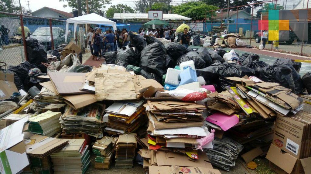 Aplican campaña de reciclaje en primaria de Coatzacoalcos