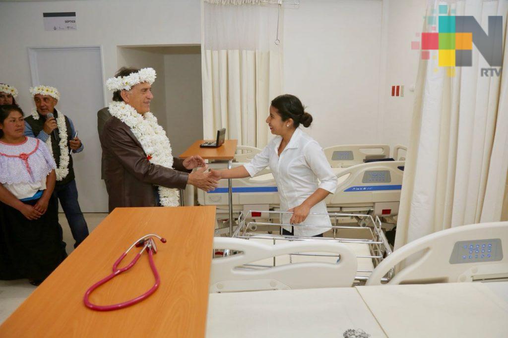 Inaugura el gobernador Yunes el nuevo Centro de Salud con Servicios Ampliados de Soledad Atzompa