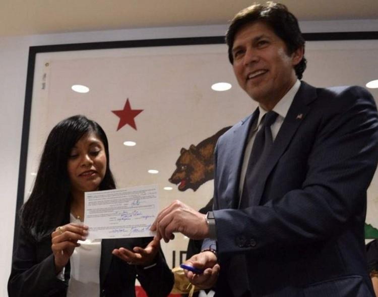 Senado de California designa a indocumentada como asesora estudiantil