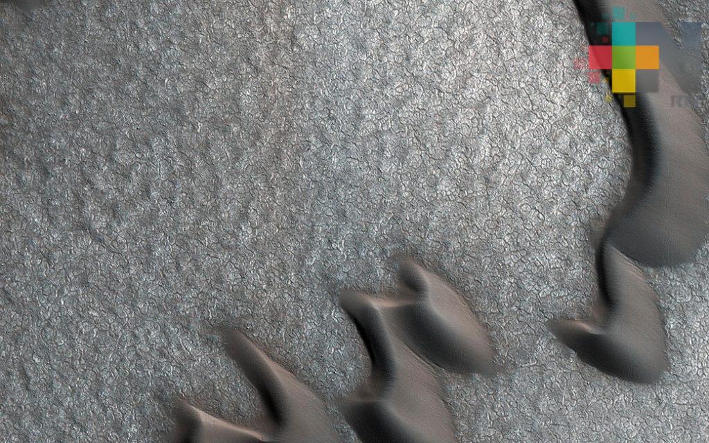 NASA revela fotografías de rocas apiladas de manera ordenada en Marte