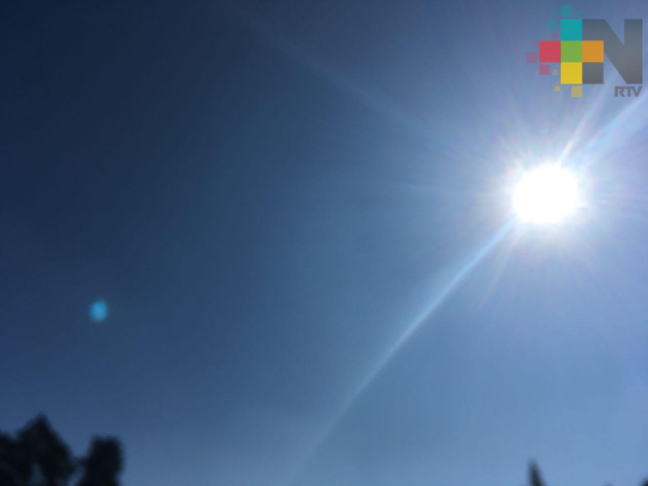 Cielo despejado a medio nublado con altas temperaturas especialmente en regiones de llanura y costa