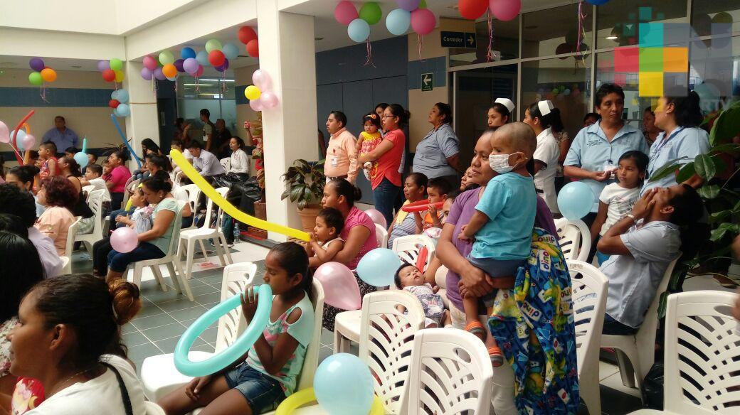 Hospital Regional de Coatzacoalcos festeja a los pequeños internados por el Día del Niño