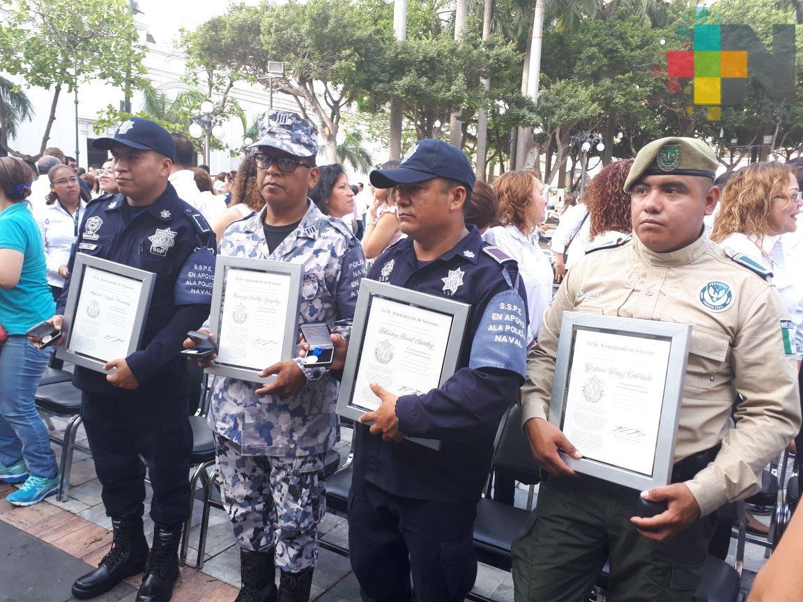 Reconocen a policías municipales y estatales veracruzanos