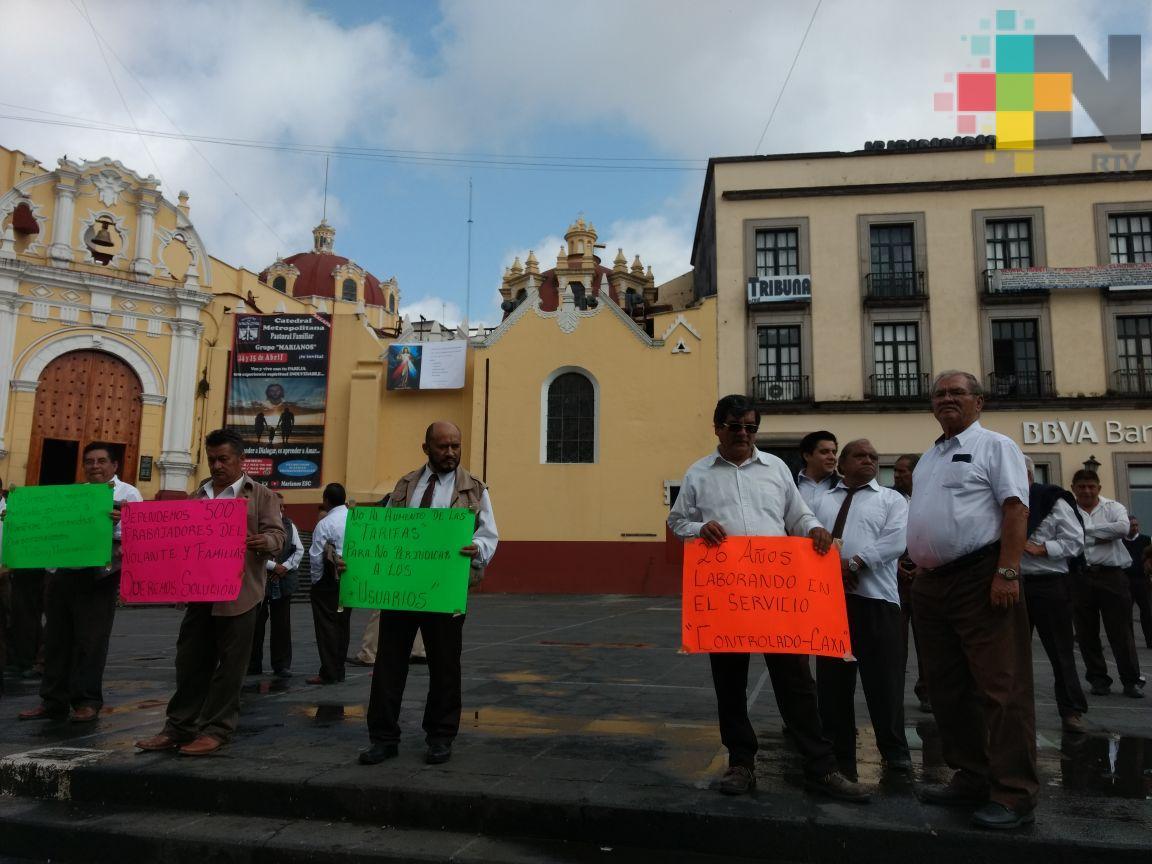 Taxistas de CAXA protestan por imposición de otro grupo de taxis