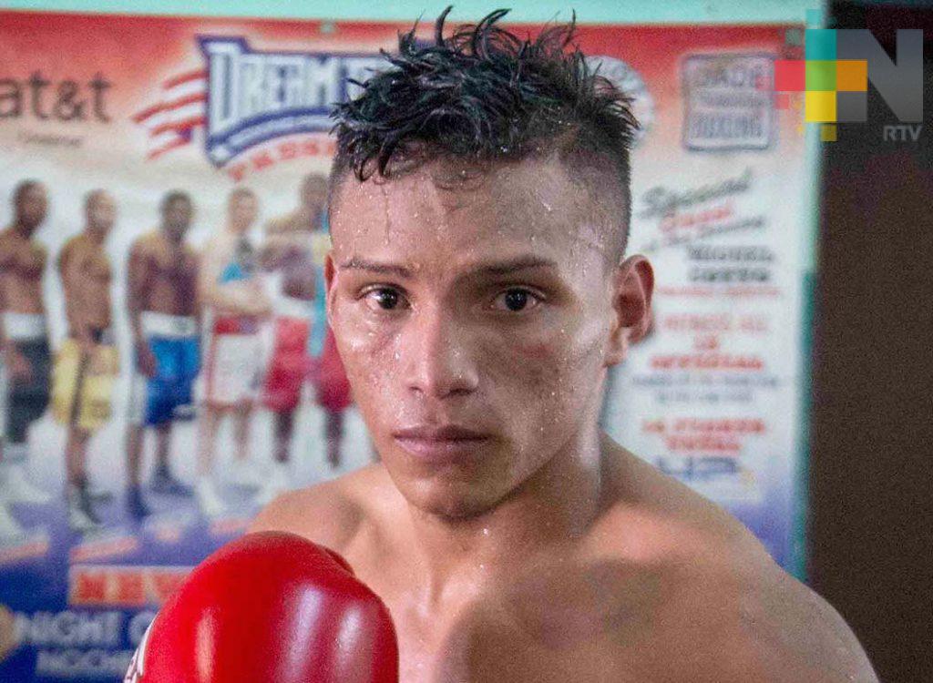 Boxeador Cristofer Rosales noquea y es nuevo campeón mosca CMB