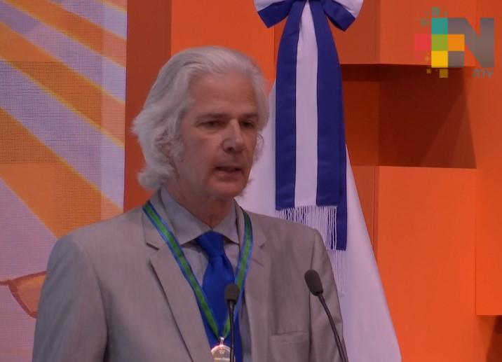Jacobo Siruela es galardonado con la Medalla al Mérito Universidad Veracruzana