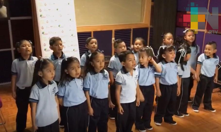"Niños de Nanchital graban tema musical ""Alimentándote bien"" en RTV"