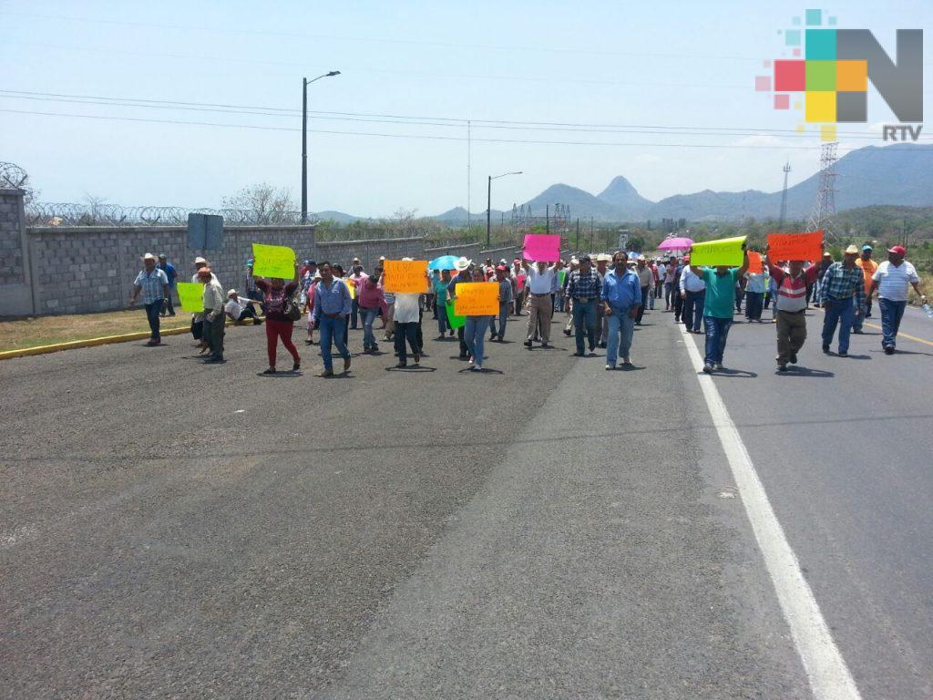 Se manifiestan frente a Laguna Verde para exigir reducción a tarifas de energía eléctrica