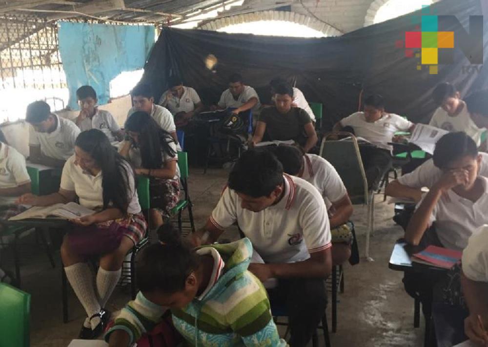 Telebachillerato de Santiago de la Peña, en Tuxpan, sin instalaciones propias