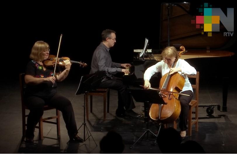 Trío Chopin se presenta exitosamente en La Casa del Lago de la UV