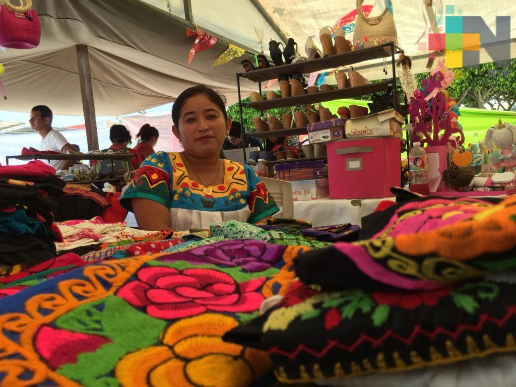 Artesanas del sur de Veracruz exponen sus productos en en Coatzacoalcos