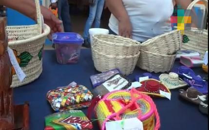 Internos del Cereso de Chicontepec reciben talleres para elaborar artesanías
