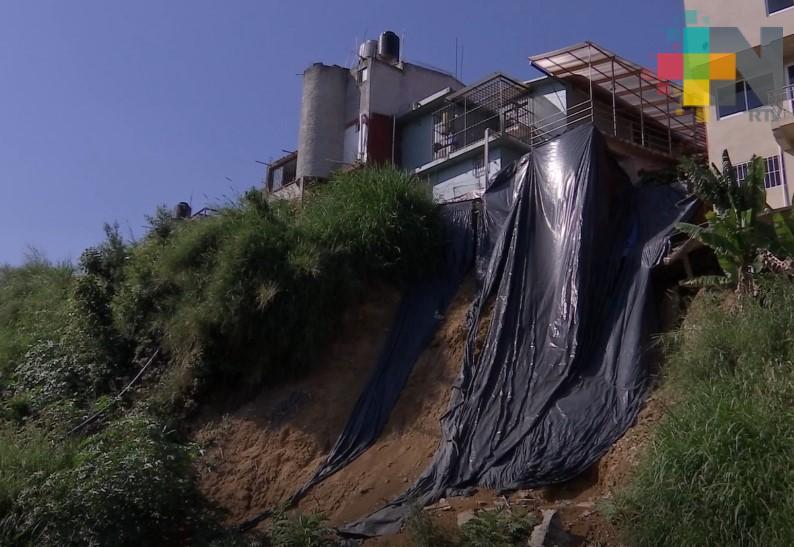 En Xalapa, vecinos piden muro de contención para evitar deslaves en casas de colonia Represa del Carmen