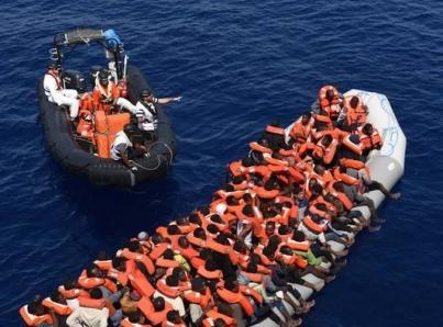 Autorizan desembarcar en Italia a inmigrantes rescatados por nave de EUA