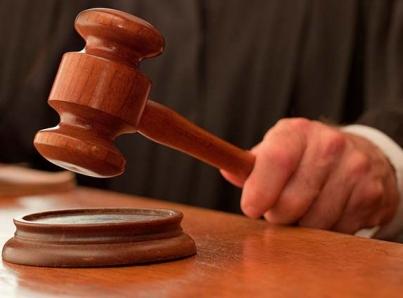 Juez de Texas libera a casi todos los acusados tras perder su reelección