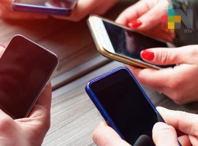 Más de la mitad de las parejas discute por uso excesivo del celular