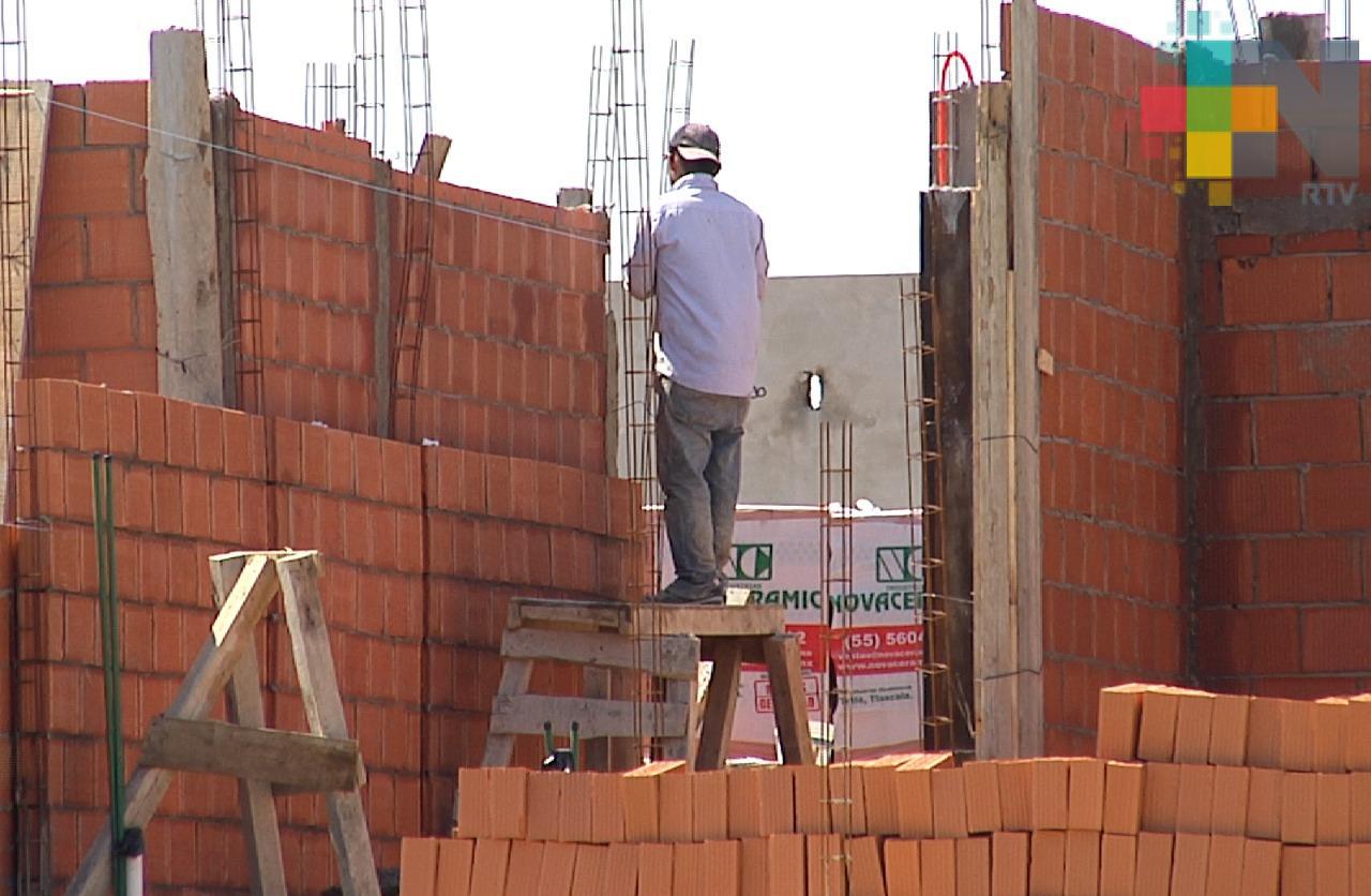 UNAM profesionalizará y certificará a albañiles para interpretar planos