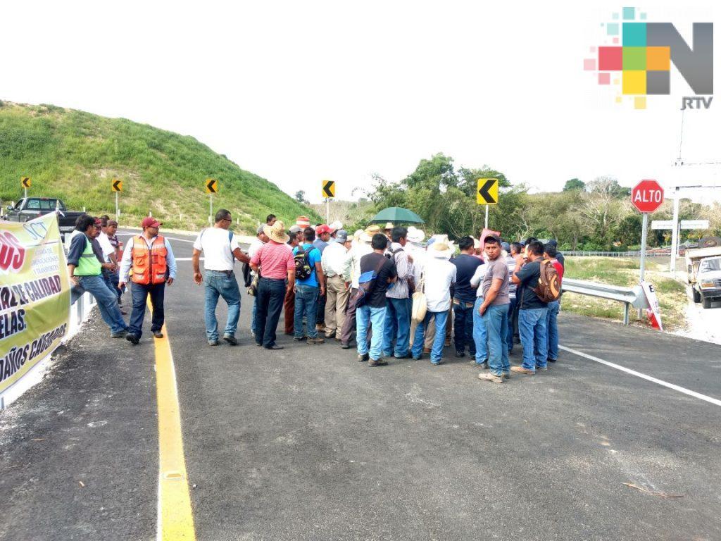 Campesinos de Papantla se manifiestan contra la SCT