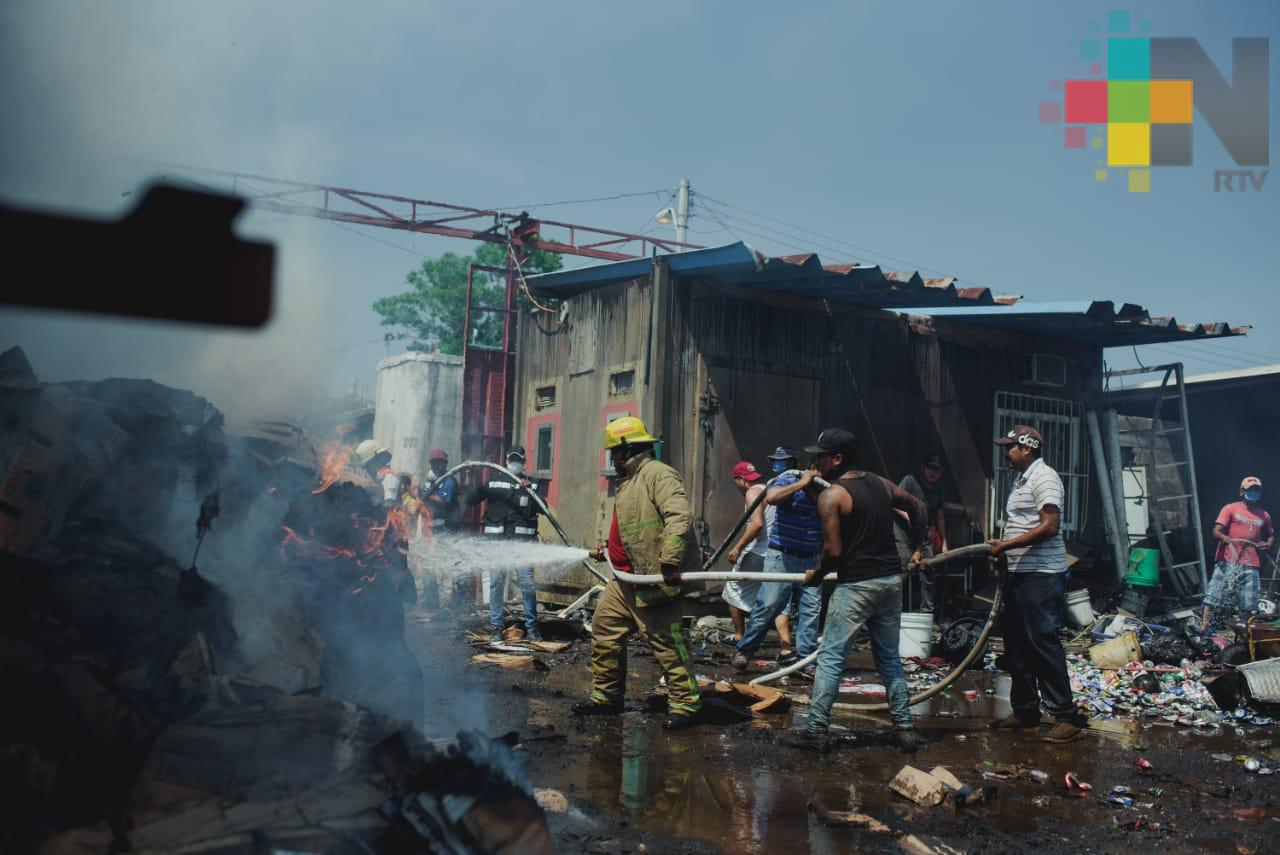 Diez lesionados deja explosión en chatarral clandestino de Cosamaloapan